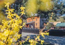 Na zdjęciu Skansen Rzeki Pilicy - MCK w aurze wiosennej