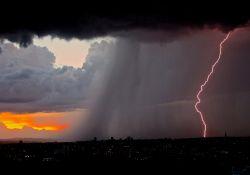 Uwaga na silny deszcz z burzami